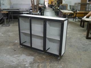 Armarios en hierro estilo vintage e industrial mesas y for Fabricante de muebles de madera