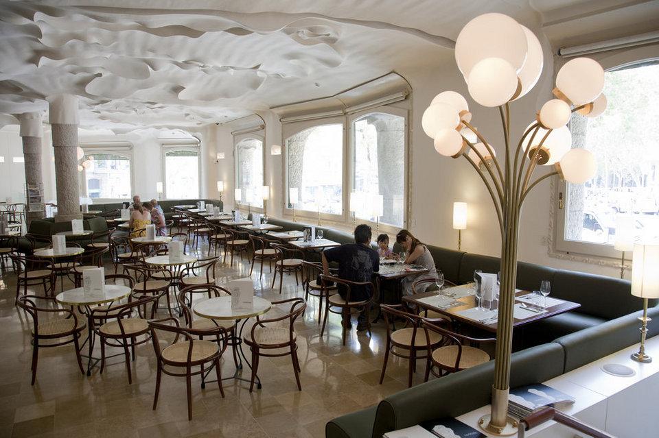 Mesas y sillas cafeteria modernista mesas y sillas de for Sillas madera cafeteria