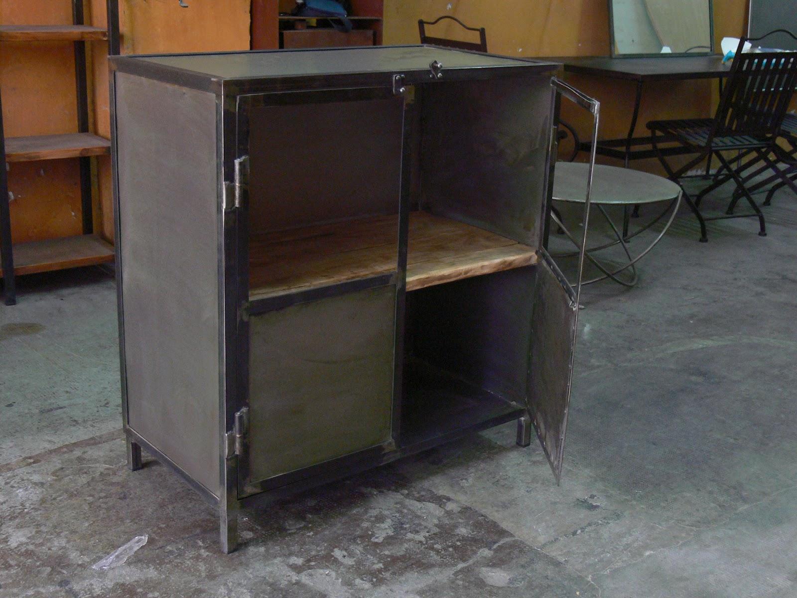 Armario estilo vintage mesas y sillas de estilo vintage - Muebles de chapa metalica ...
