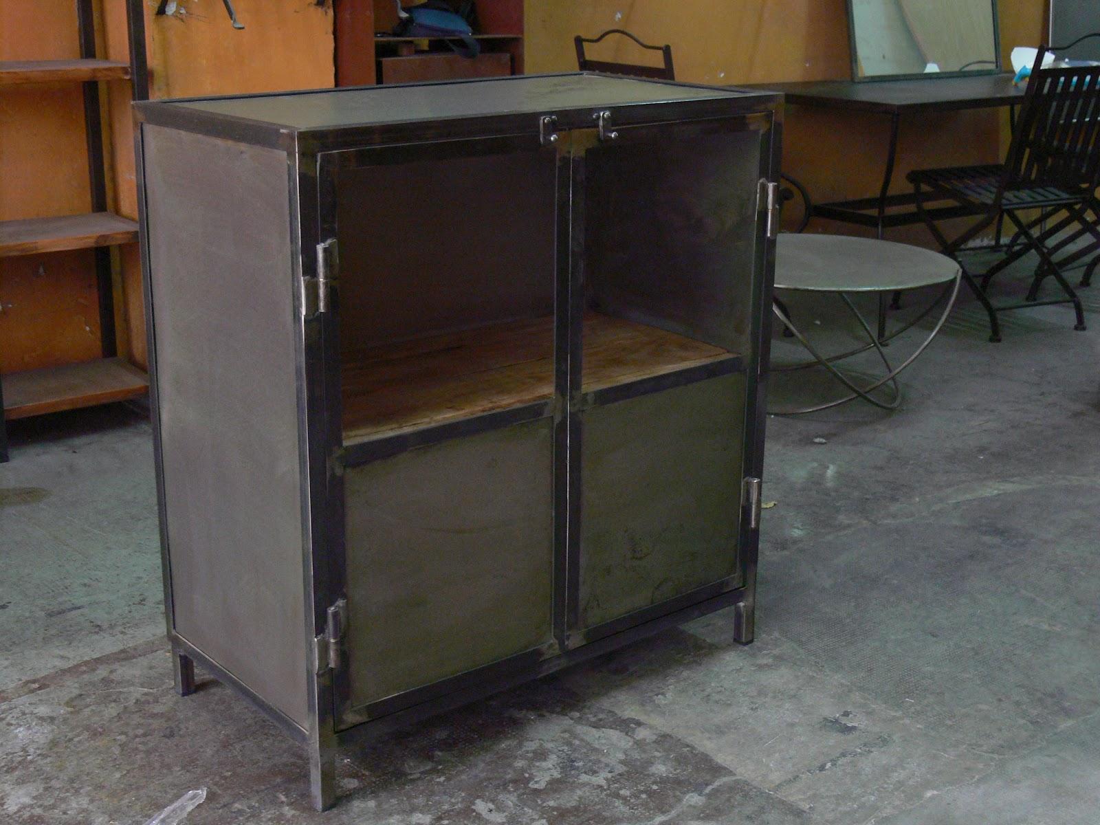 Armario de almacenamiento de acero vintage