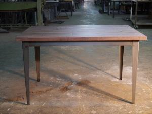 Mesa industrial de comedor con tablero de madera alistonada