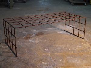 Mesa de centro con hierro corrugado oxido