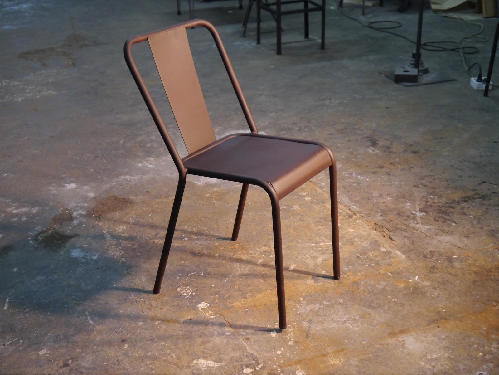 Mesas y sillas retro mobiliario vintage de estilo for Sillas estilo industrial baratas