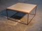 Mesa de centro o rinconera en hierro y sobre de madera envejecido