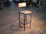 Taburete retro para hosteleria en hierro y madera envejecida
