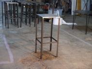 Taburete Cubo plancha de hierro exterior