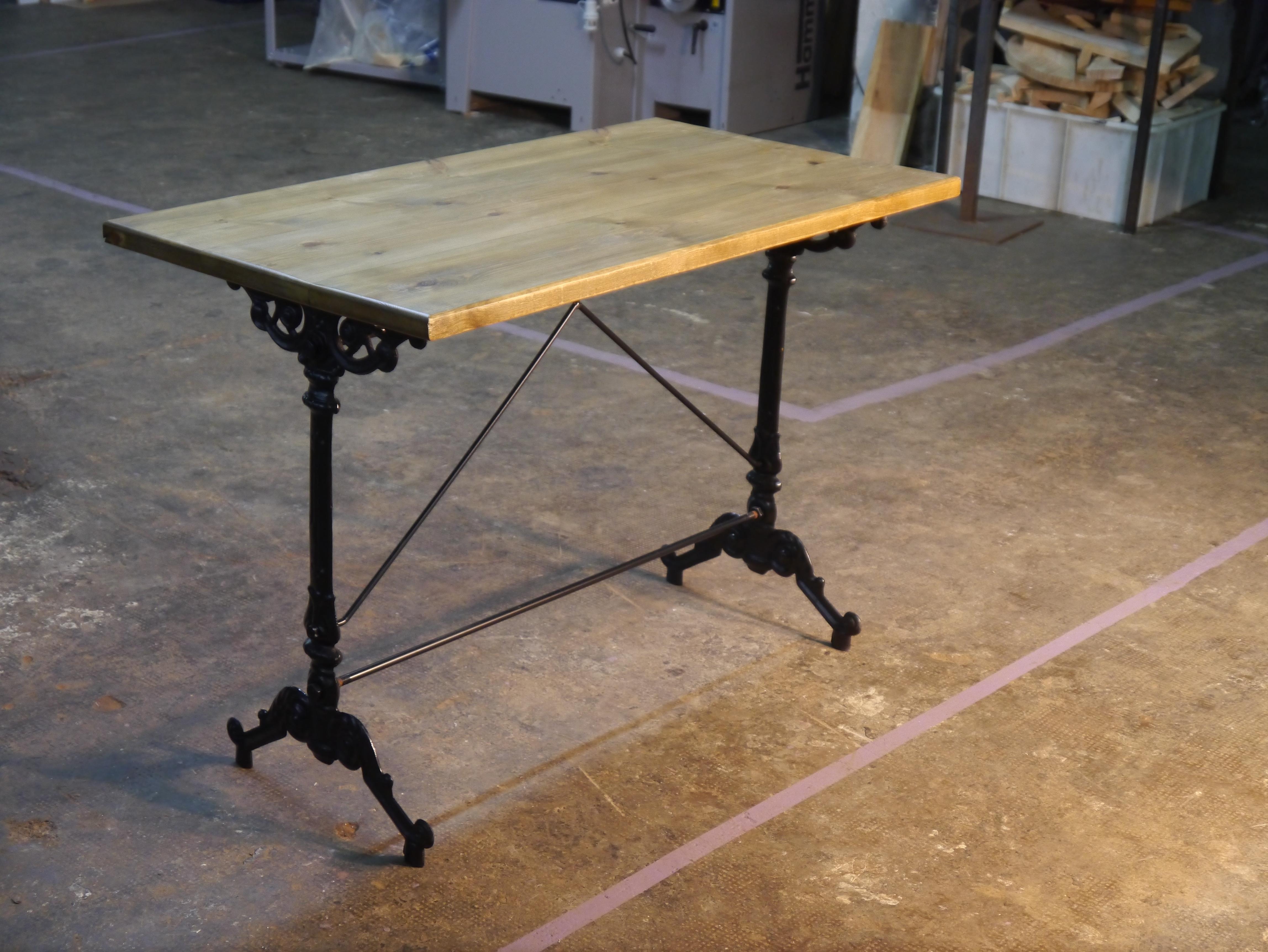 Mesas y sillas de estilo vintage retro industrial for Como hacer una mesa estilo industrial