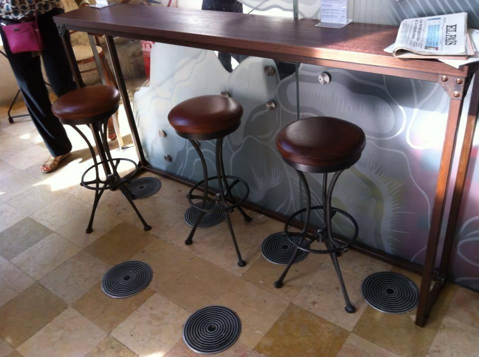 Sillas retro mesas y sillas de estilo vintage retro for Muebles hosteleria barcelona